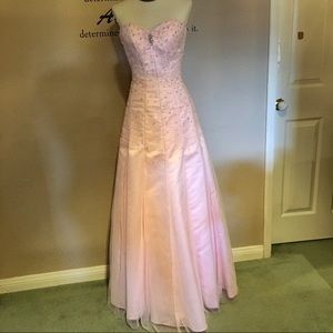NWT! Beautiful Strapless Prom Dress - 4